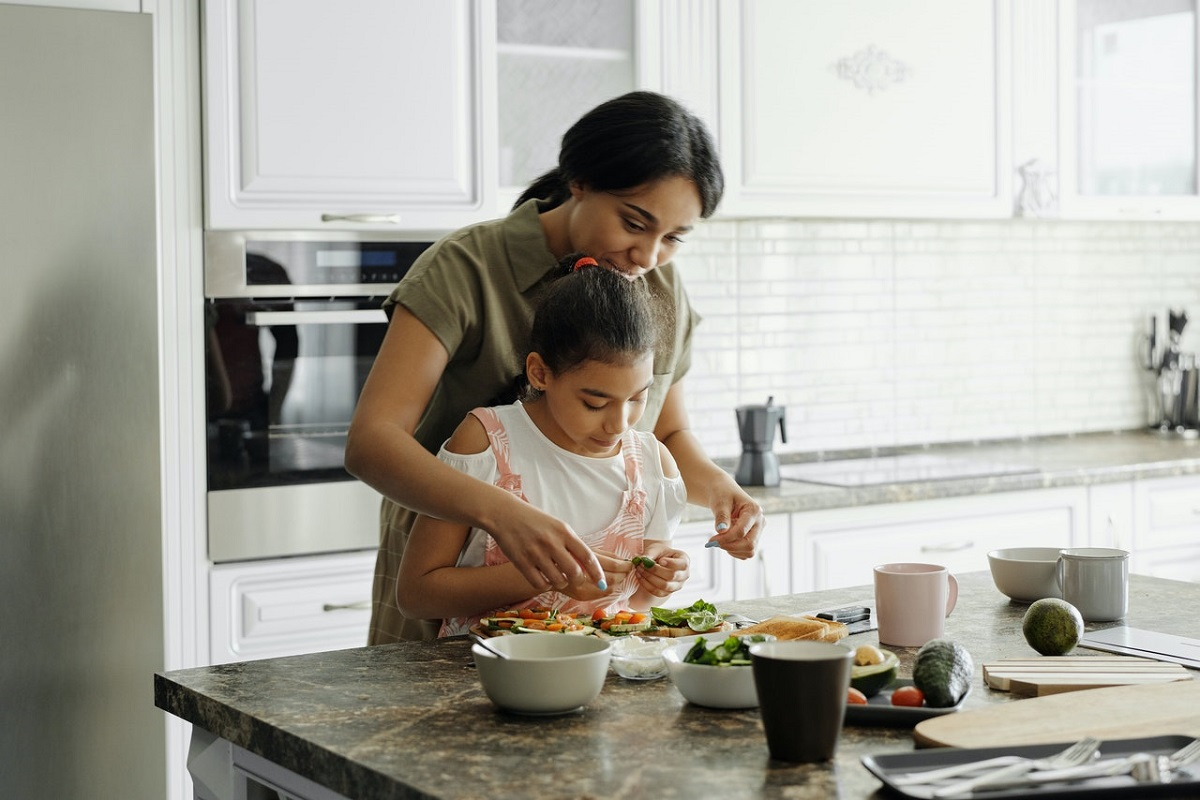 cooking with daughter